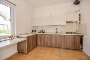 Bendra virtuvė svečių name