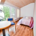 Двухэтажный домик с террасой